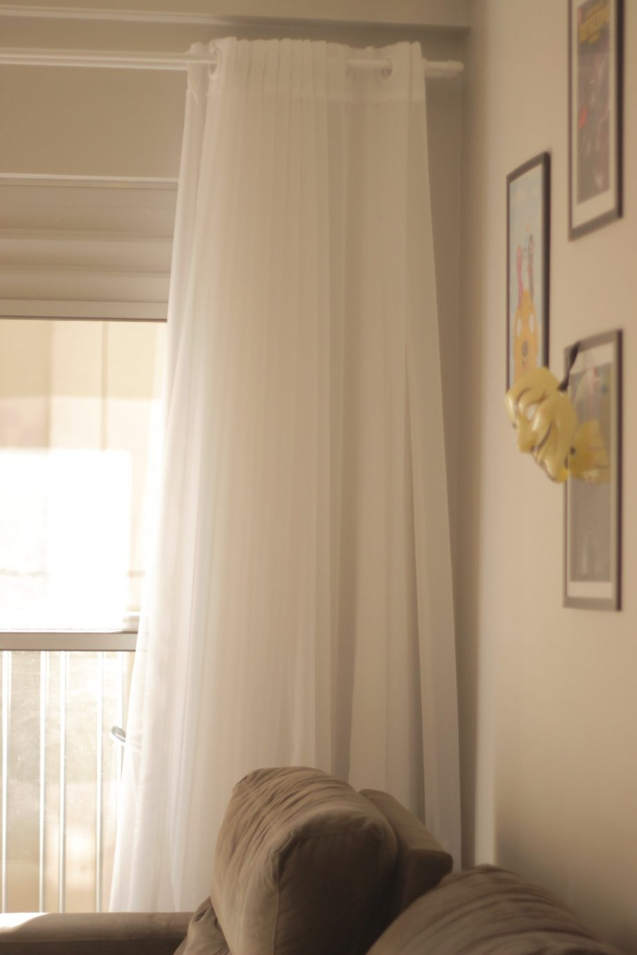 cortina-eu-costurei-cortina-da-sala-branca-ate-o-chao-sacada-varanda